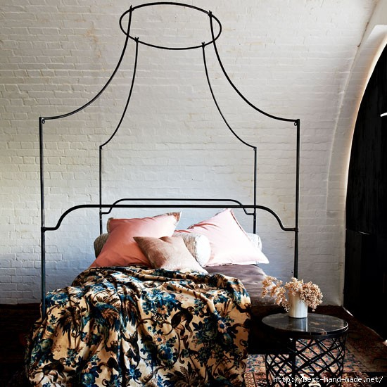 Classic-jacquards-and-printed-velvets-on-canopy-bed (550x550, 196Kb)