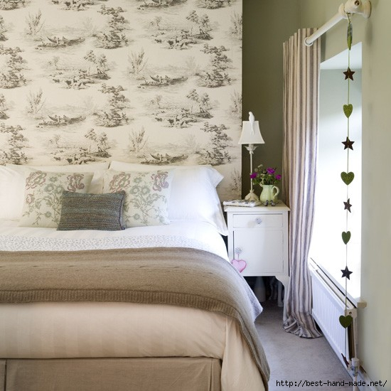 Natural-bedroom-with-toile-wallpaper---Neutral-bedrooms (550x550, 166Kb)