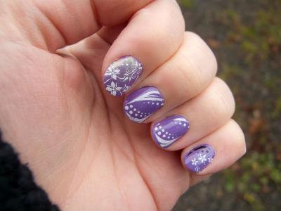 ...нейл-арту и только осваиваете рисунки на ногтях иголкой, лучше всего потренироваться на более простых композициях.