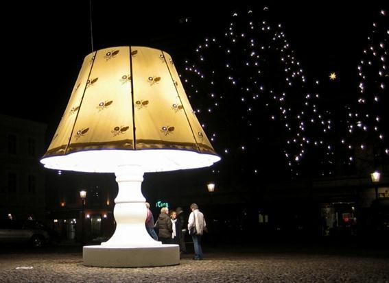 Говорящая скульптура-cветильник в Мальме, Швеция. Фотографии