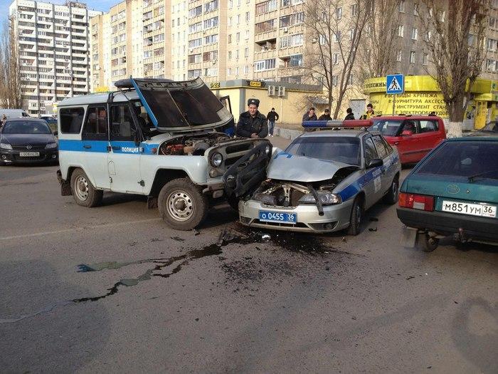 1353661153_avariya_Voronezh_DPS_i_Policiya (700x525, 111Kb)