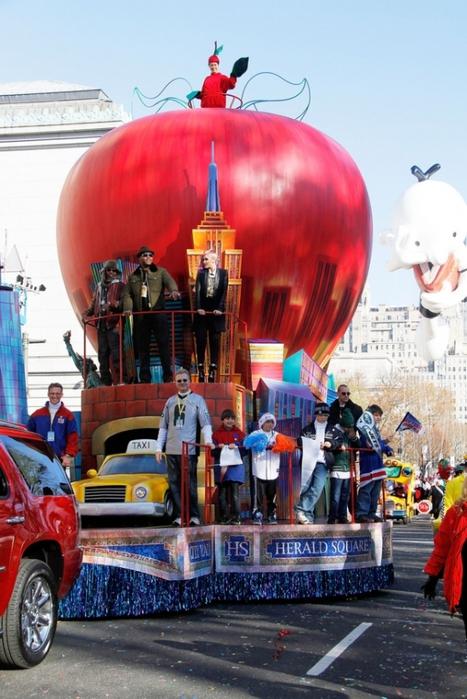 парад ко дню благодарения нью-йорк 7 (467x700, 267Kb)