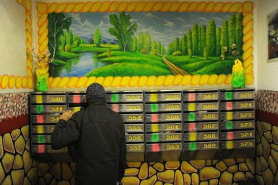 Художник-самоучка Дмитрий Бочкарёв. Картинная галерея в подъезде московского дома