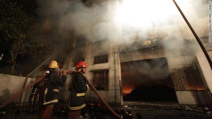 В Бангладеш на пожаре погибло более 120 человек Фотографии
