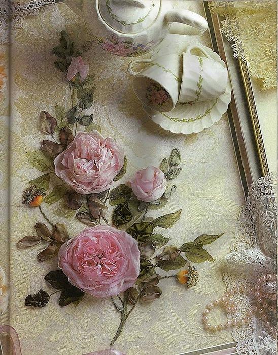 Вышивка роз из ленточек