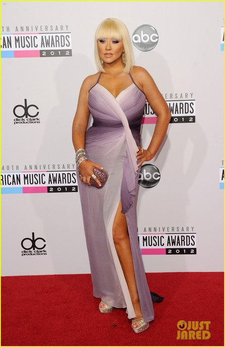 christina-aguilera-amas-2012-red-carpet-05 (454x700, 68Kb)