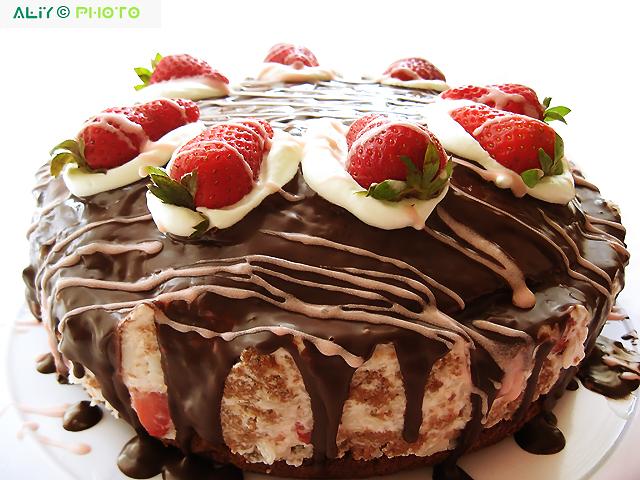 Шоколадный торт клубника со сливками