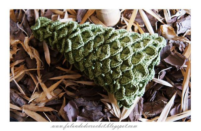 Отличный стильный вариант елочки для любительниц вязания крючком.  Узор очень похож на крокодиловую кожу...