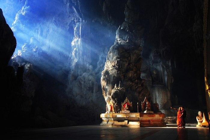 храм в пещере (700x466, 58Kb)