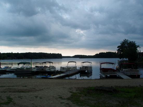 необычное озеро фото 1 (550x413, 34Kb)