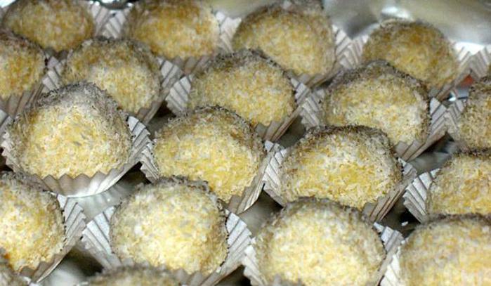 подарок к Новому году конфеты Рафаэлло (700x407, 54Kb)