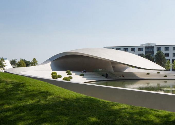 Новый павильон Porsche в Германии