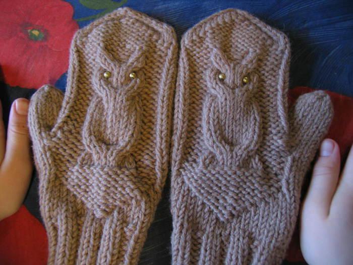 Вязание спицами варежек с совой