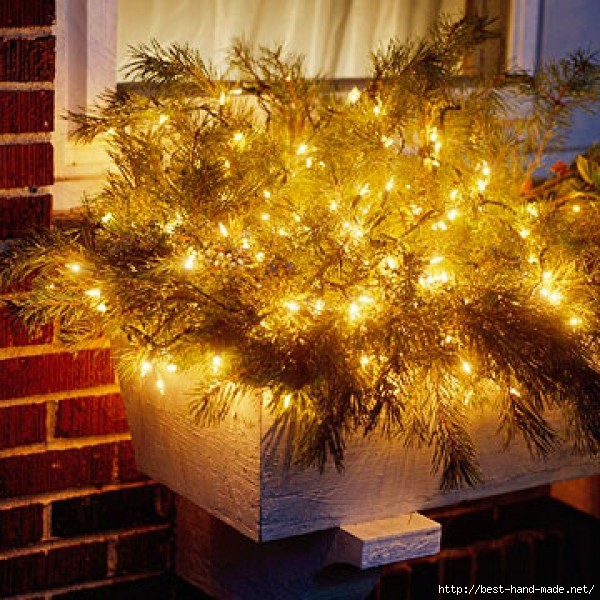Window-Box-Chic-Outdoor-Christmas-Lights-Decorating-Design-e1319576272172 (600x600, 275Kb)