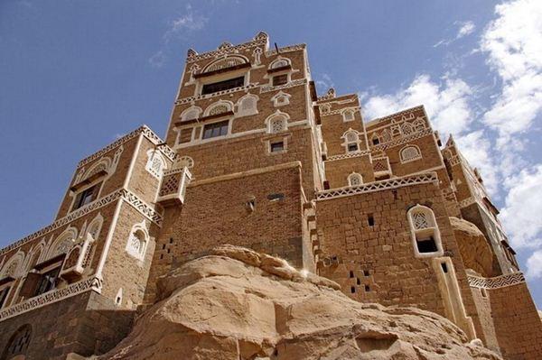 Дар-аль-Хайяр. Замок на скале в Йемене. Фотографии