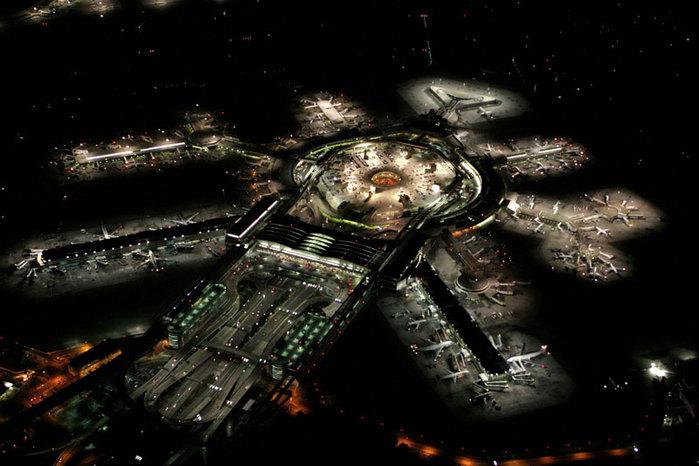 Фотография аэропорта Сан-Франциско ночью
