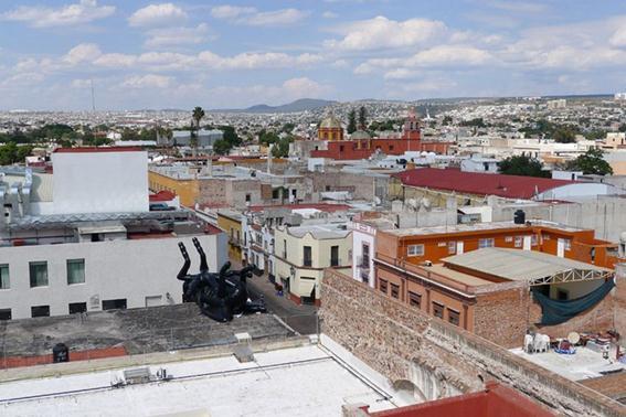 Фотографии. Украшение в виде дохлой мухи. День мертвых в Мексике