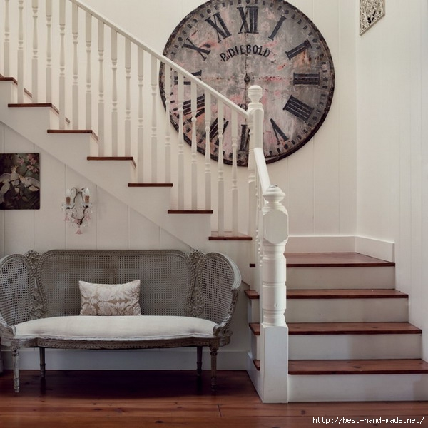 European-Stairs-Design-and-Big-Retro-Wall-Clock (600x600, 180Kb)