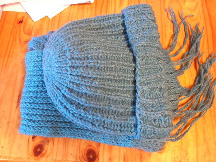Бирюзовая шапка и шарф 1 (700x525, 158Kb)
