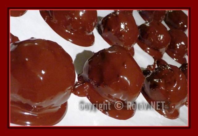 myagkoe-rassypchatoe-pechenie-v-shokolade-polili-shokoladnoi-glazuriyu-640x441 (640x441, 59Kb)
