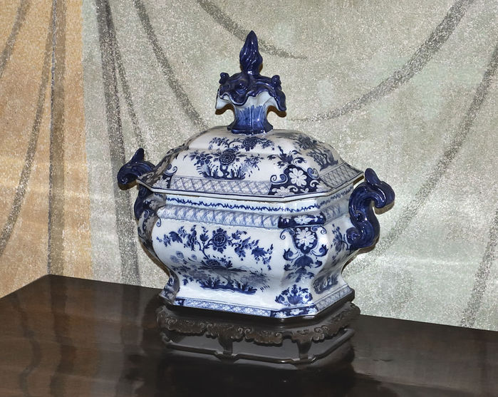 4000579_964pxFaience_vase_in_Malbork (700x557, 108Kb)