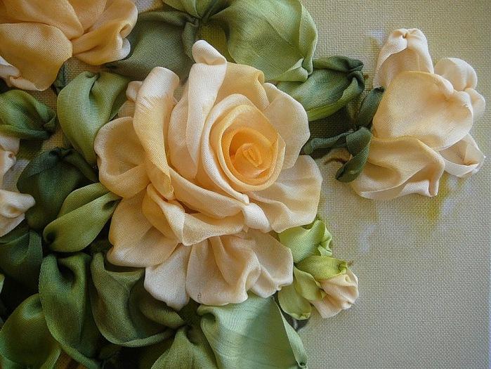 Вышивка лентами розы с листьями от мастера шепилова 30