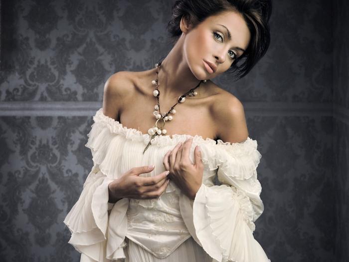 376223_devushka_bryunetka_busy_devushka_devushki_krasivay_1600x1200_(www.GdeFon.ru) (700x525, 216Kb)