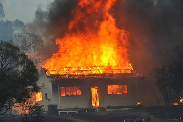 пожар фото/3185107_smeshnie_istorii_zi_jizni_pojar_foto (600x400, 42Kb)