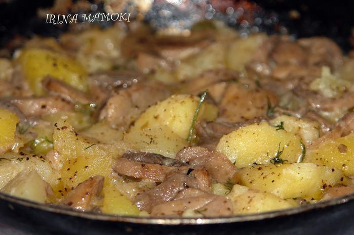Картошка с грибами на сковороде со сметаной рецепт