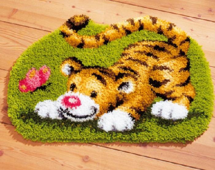 """Купить Набор для вышивания в ковровой технике (фигурный коврик), VERVACO """"Тигрёнок и бабочка"""" 37072"""