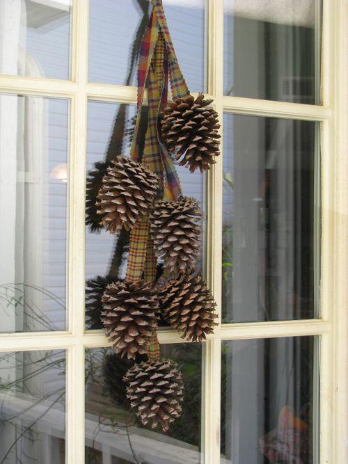 decora en navidad con piñas via semsoflife (500x667, 118Kb)