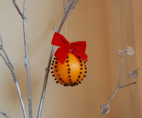 How-to-Make-a-Christmas-Orange-Pomander-500x417 (500x417, 30Kb)