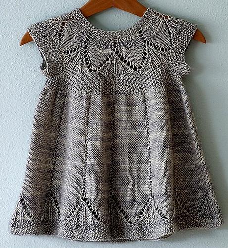вязаное спицами платье для девочки схема с описанием