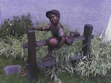 Statue i spomenici posvećene deci 94087020_large_10