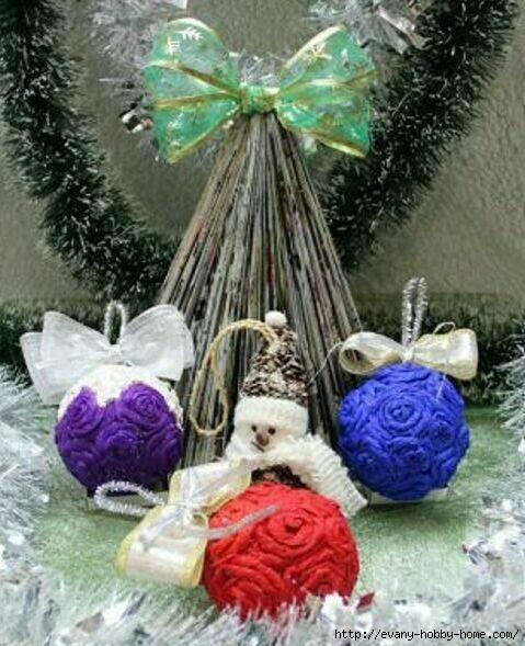 шары новогодние декорированные розочками