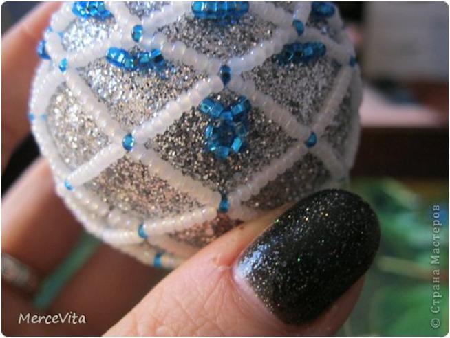 Новогодний шарик из бисера.