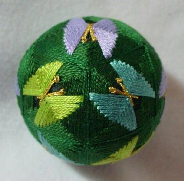 Шары темари - народная форма искусства, которая произошла в Китае.  Первоначально шары делались матерями и бабушками...