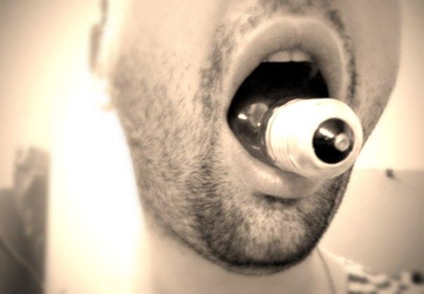 Почему засунуть лампочку в рот можно, а вынуть нельзя?