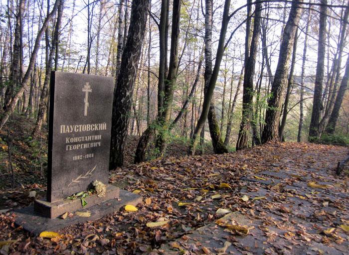 Могила Паустовского (700x512, 214Kb)
