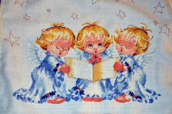 Схема для вышивки с тремя ангелочками 701