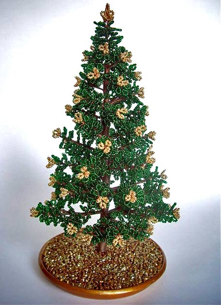 """Что приходит вам на ум, когда вы слышите фразу  """"зимнее дерево из бисера?  """".  Уверены, что первое, о чем вы подумаете."""