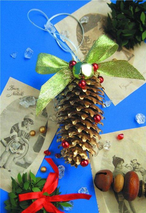 Новогодние украшения своими руками из шишек