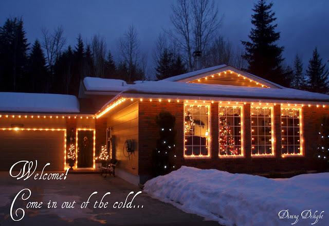 3166706_Christmas_Home_Exterior (700x480, 100Kb)