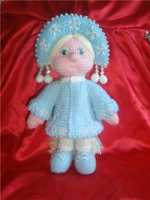 Вязаная куколка Снегурочка.