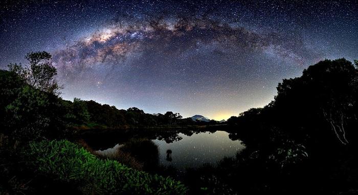 Млечный путь и остров Реюньон (700x383, 111Kb)