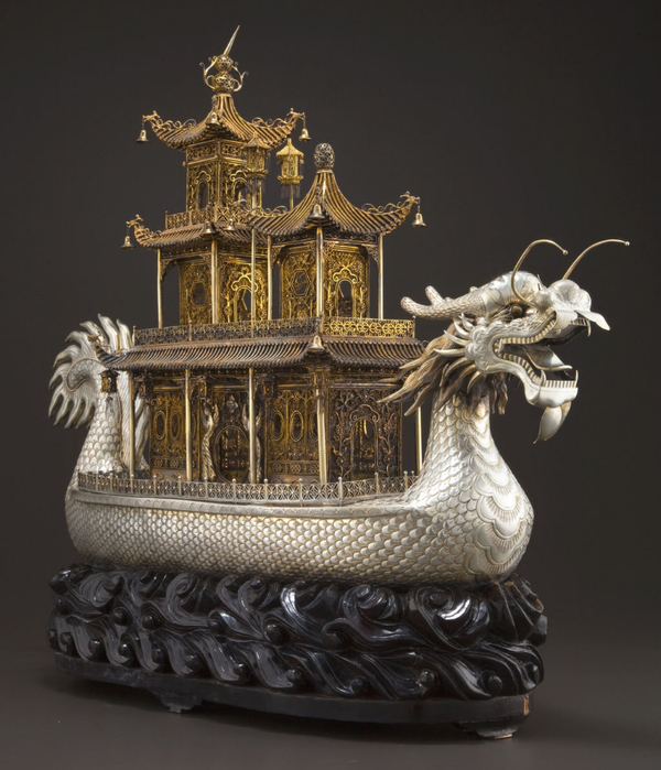 A_MONUMENTAL_CHINESE_SILVER_AND_SILVER_GILT_DRAG (600x700, 380Kb)