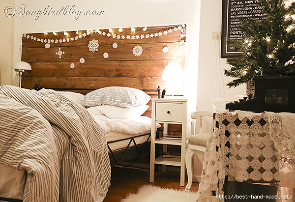 Christmas-decorating-in-the-bedroom-via-Songbirdblog-5 (600x411, 216Kb)