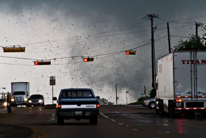 Как появляется торнадо. Фотографии