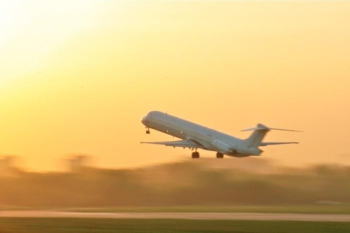 пассажирский самолет MD.83