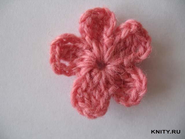Метки: цветы крючком схемы crochet flowers вязаные цветы видео уроки.  Такими простыми и такими красивыми создала...